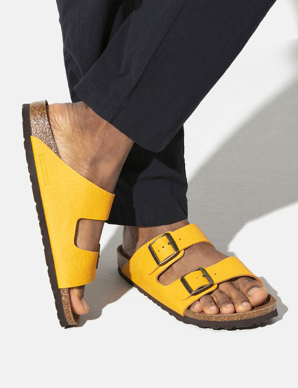 Birkenstock Arizona Vegan Sandals (Regular) - Saddle Matt Ochre