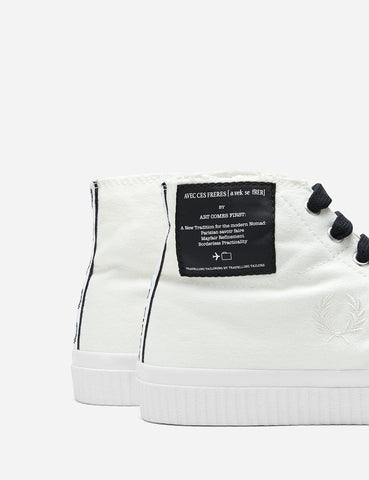 Fred Perry Art Coms First Hughes Mid Cvs Trainers - Snow White