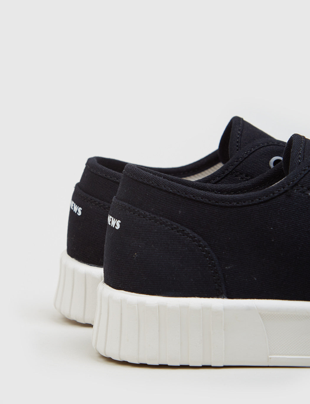 Good News Bagger Low Trainers (Canvas) - Black