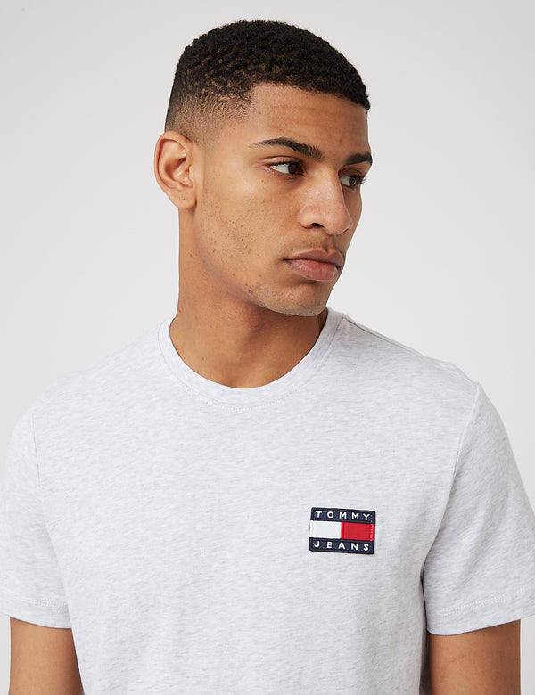 T-Shirt à Logo Badge Tommy Jeans (Coton Bio) - Silver Grey Heather