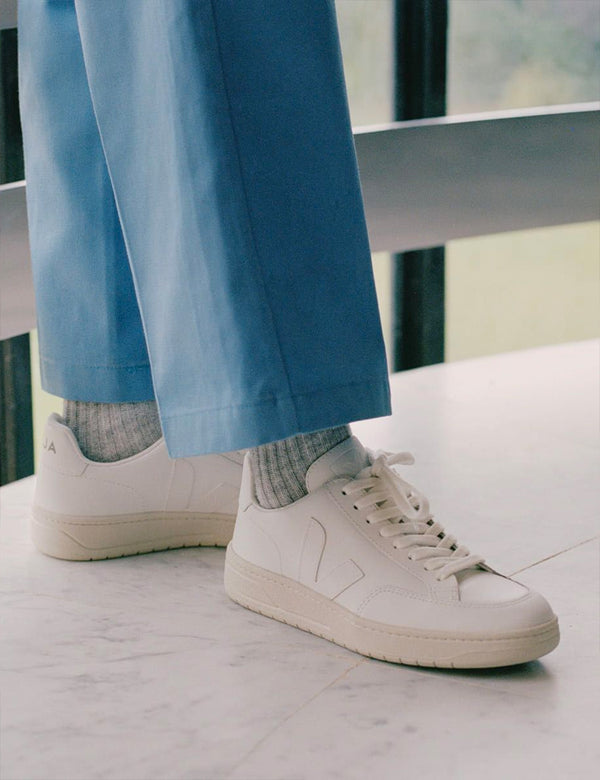 Womens Veja V-12 Leather Trainers - Extra White