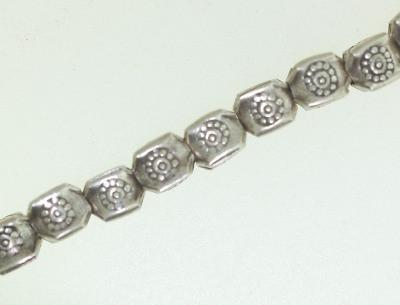 BB018 Hill Tribe Silver. Traditional tribe design with flower stamp. Fine silver.