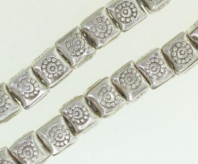 BB025 Hill Tribe Silver. Traditional flower design. Cube shape.Fine Silver.