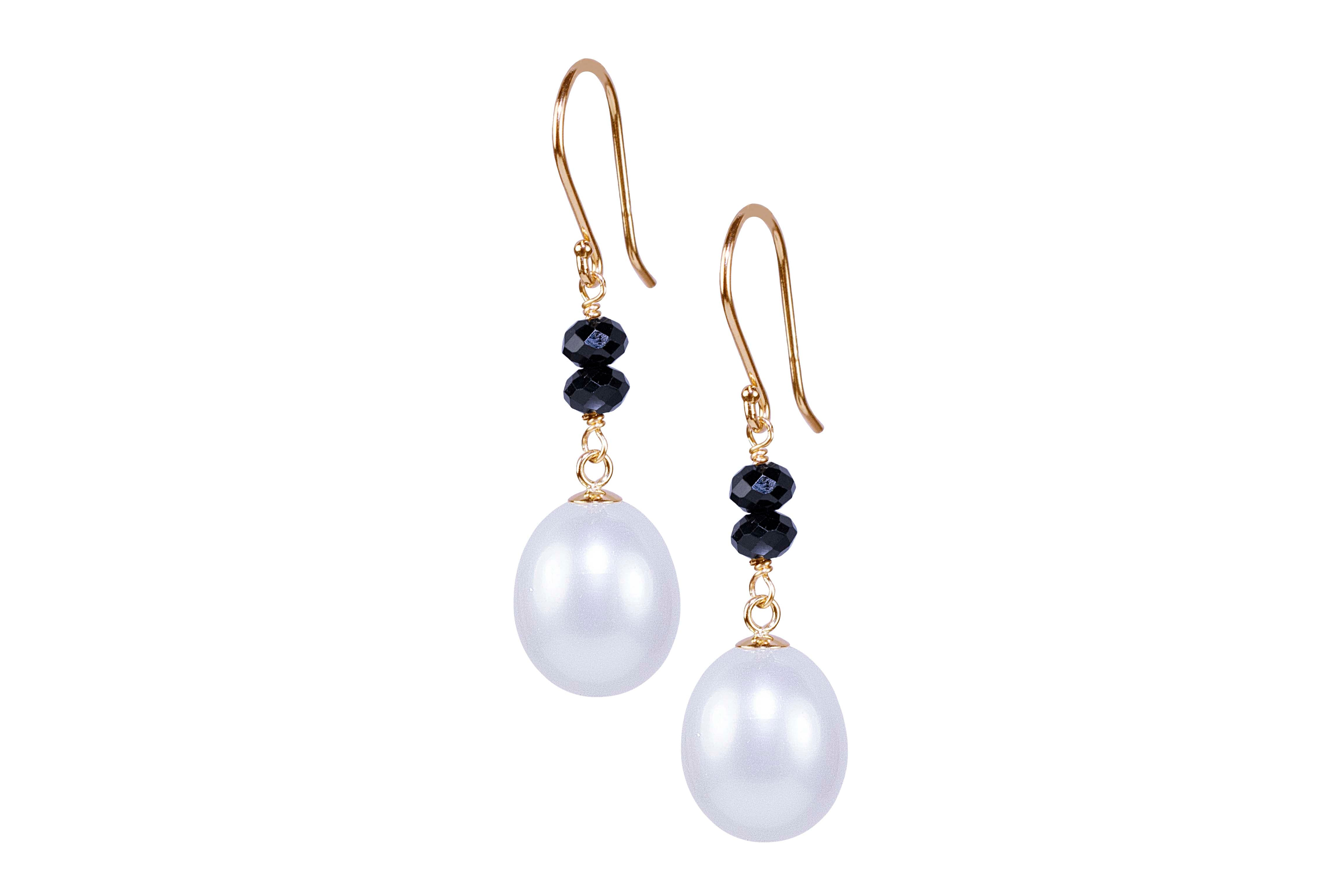 14KY WHITE PEARL BLACK SPINEL HOOK EARRING