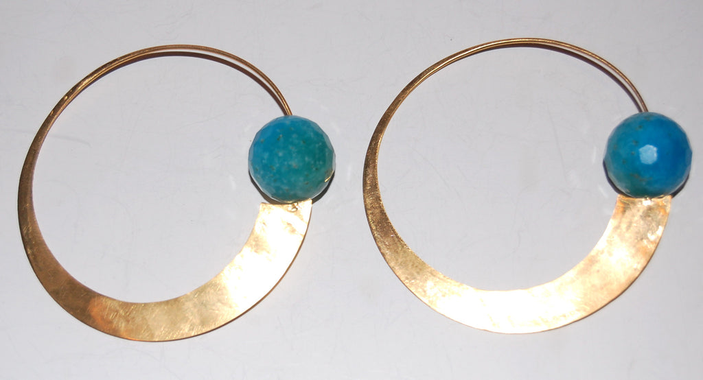 Suspended stone earring