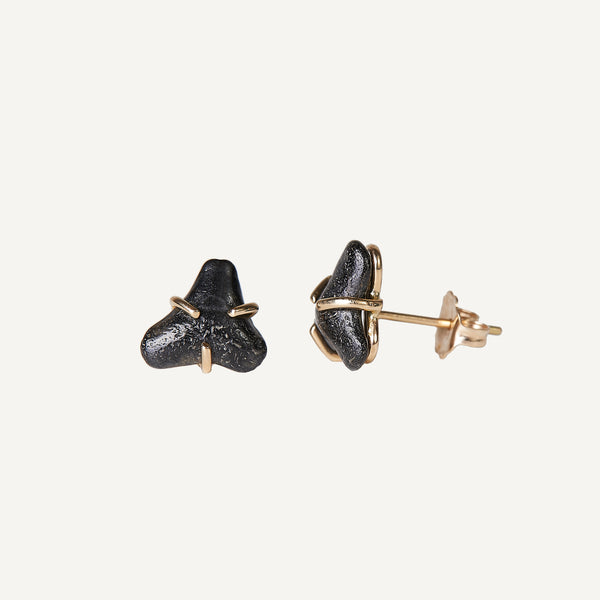 MARY MACGILL 14K SHARK TOOTH STUD EARRINGS