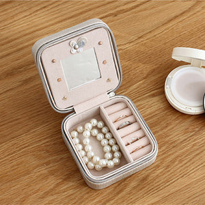 Daisy's Travel Jewelry Box With Mirror