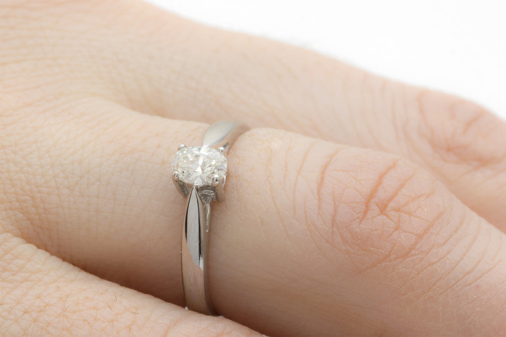 Oval Cut Diamond Solitaire 18K White Gold Engagement Ring