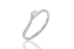 Round Cut Diamond 18K White Gold Engagement Ring on Twisted Band