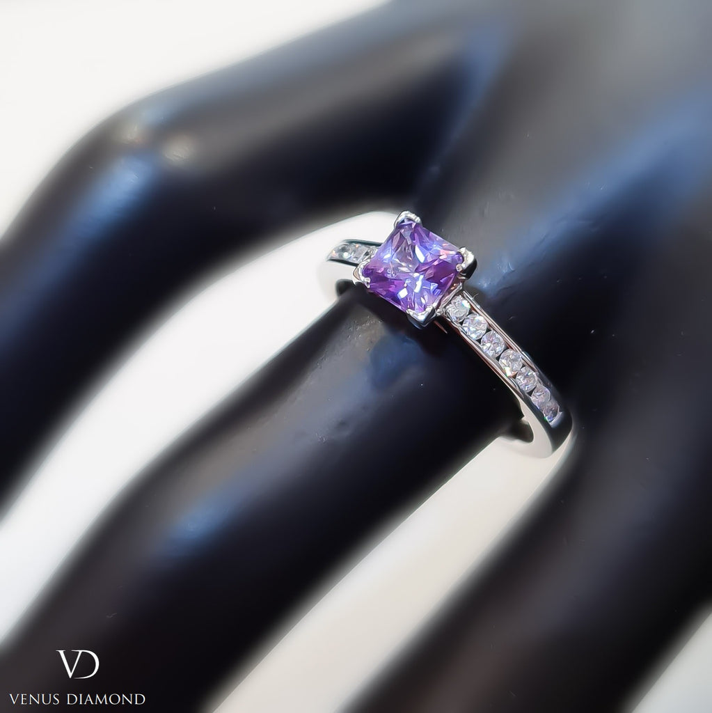 18k White Gold Diamond and Purple Sapphire Ring