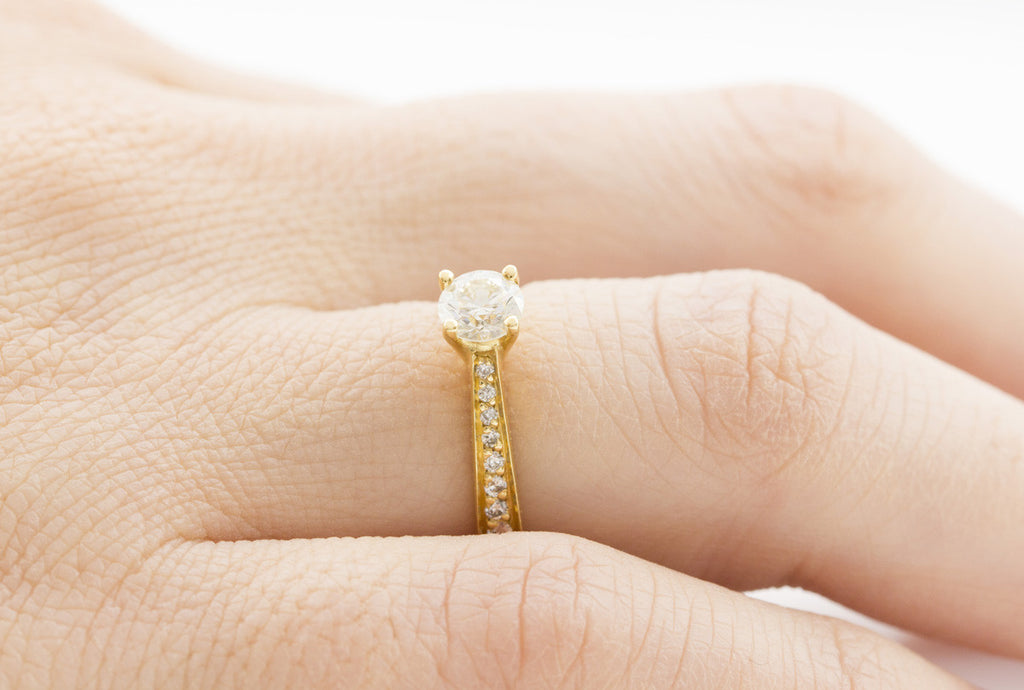 Round Cut Diamond 18K Yellow Gold Engagement Ring