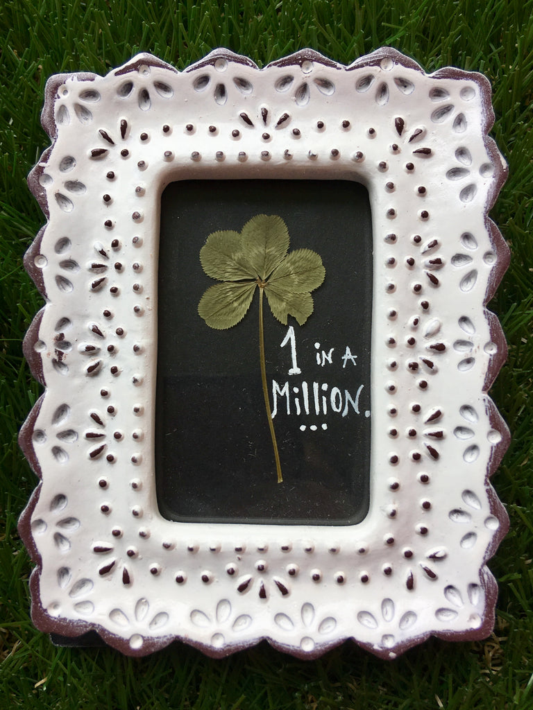 5-Leaf Clover w/Antiqued Lace Frame