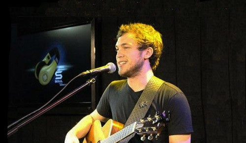 AMERICAN IDOL WINNER PHILLIP PHILLIPS ROCKS OUT AT SOUL STUDIOS!
