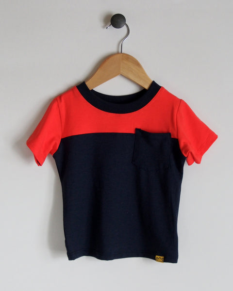 T-Shirt in Navy/Coral