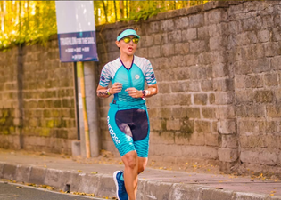 From swimming to shin splints, yoga teacher, blogger and host Fitri Tasfiah discovers triathlon