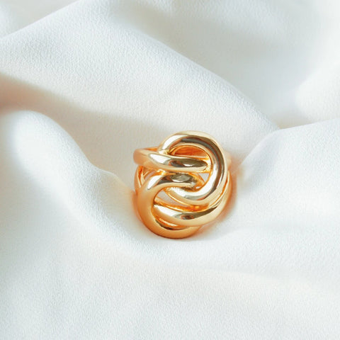 large ring with curve circular design