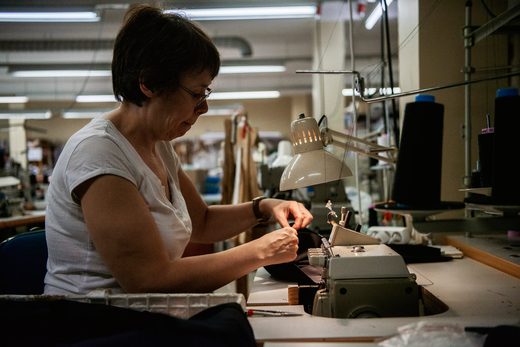 Seamstress sewing Népra activewear