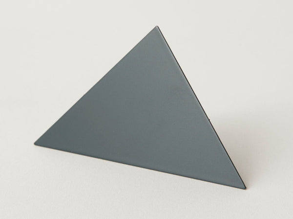 Geometric photo clip - dark grey triangle