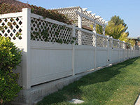 white vinyl privacy fence panel with lattice top
