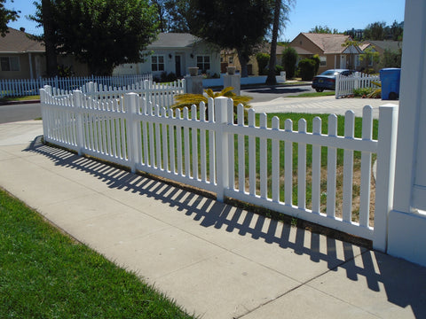 Vinyl Craft White Scalloped Picket Fencing with Square External Pyramid Post Caps