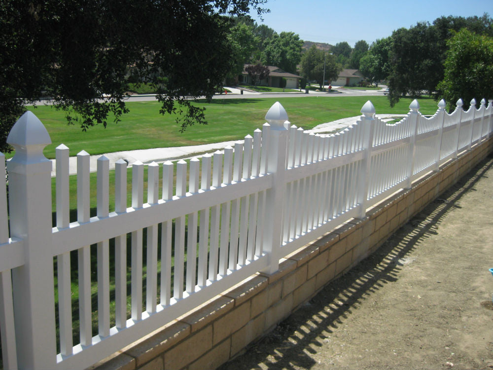 Vinyl Craft White Scalloped Picket Fencing
