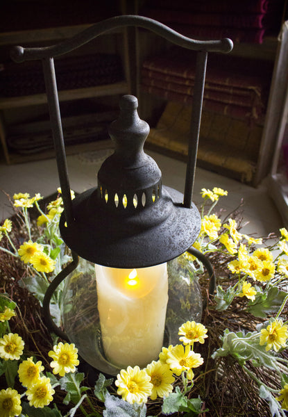 Daisy Lantern Country Arrangement