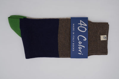 Bild von Socken 'Brown, Blue and Green Stripes' von '40 Colori' aus 51% Bio Baumwolle, 34% Leinen, 8% Nylon, 7% Elastan