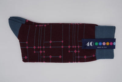 Bild von Socken 'Connected lines on Dark Red' von '40 Colori' aus 80% Baumwolle, 12% Nylon, 8% Elastan