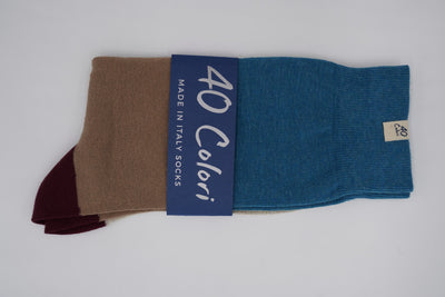 Bild von Socken 'Blue, Brown and Red Stripes' von '40 Colori' aus 51% Bio Baumwolle, 34% Leinen, 8% Nylon, 7% Elastan