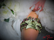 Load image into Gallery viewer, Deer Head Camo Garter Set