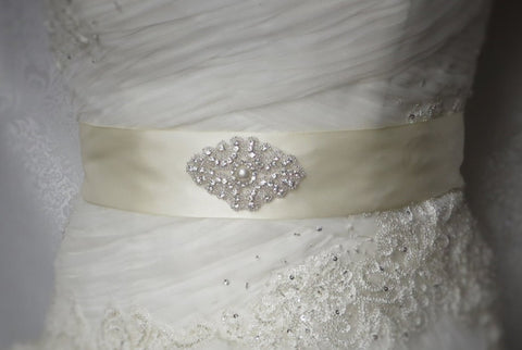 Ivory Satin Sash with Sewn Rhinstone Pearl, Ivory Wedding sash, Ivory waist sash, Ivory Dress sash, Customize bridal sash, customize sash