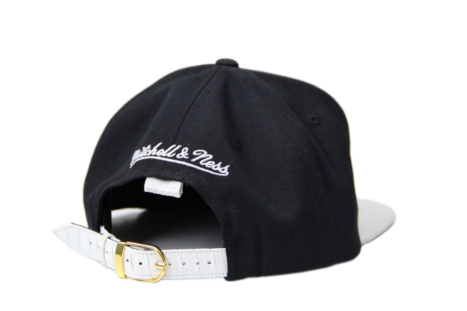 HATSURGEON x Mitchell & Ness Chicago Bulls Basic Logo White Strapback
