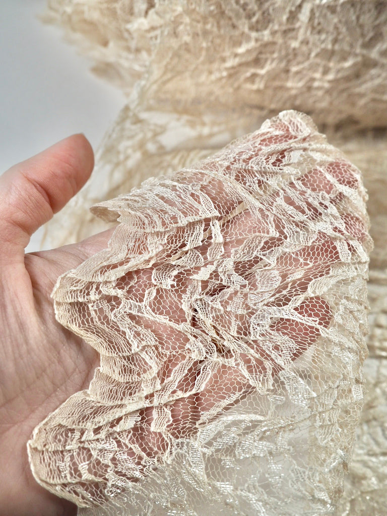 Anona Honey Scalloped Crinkle Lace