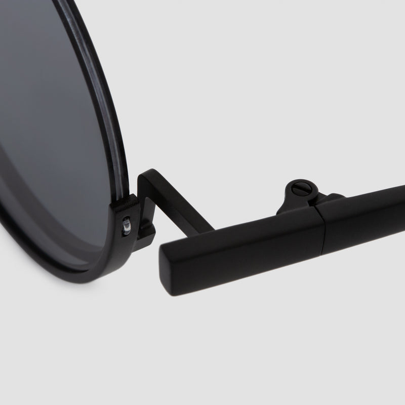 Detail shot of Desierto Black-Black Sunglasses