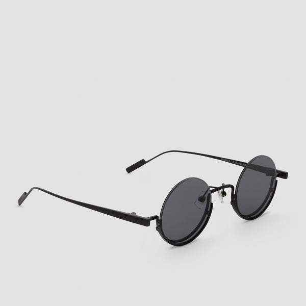 Quarter View of Desierto Black-Black Sunglasses