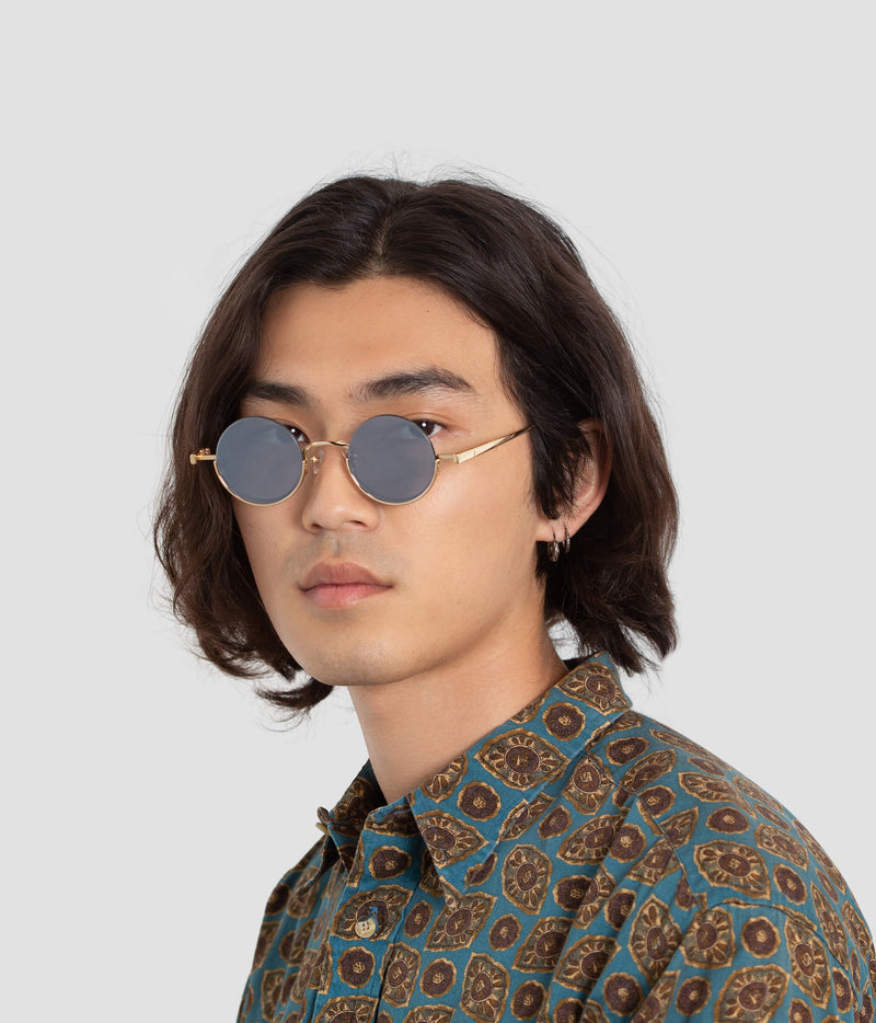 Male model wearing Desierto Last Throne Sunglasses