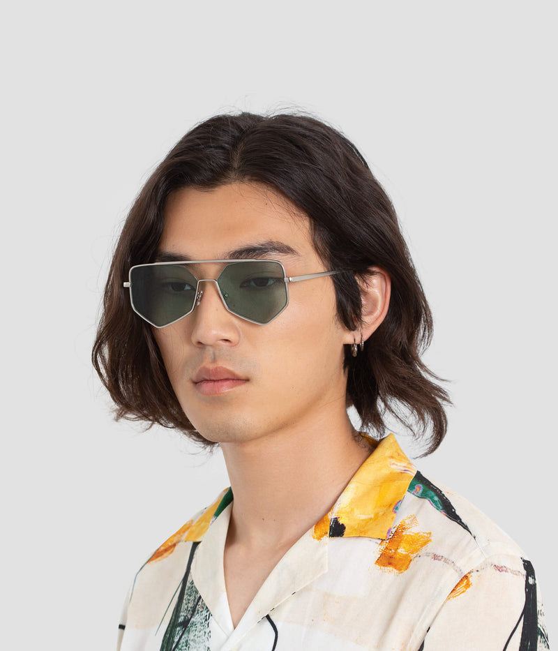 Male Model wearing Figueroa II Hummingbird Sunglasses
