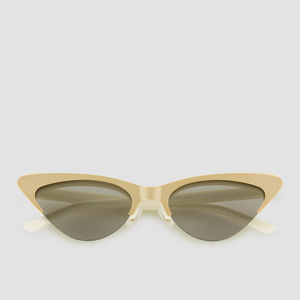 Front View of Layer Cake Tres Leches Sunglasses