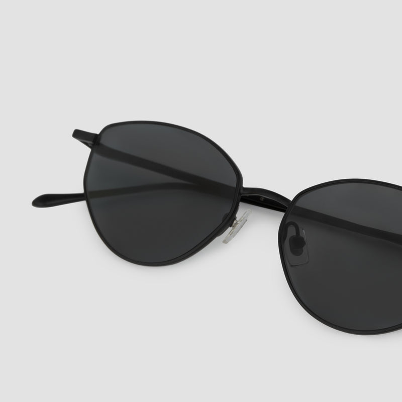 Detail shot of Oddity Black-Black Sunglasses