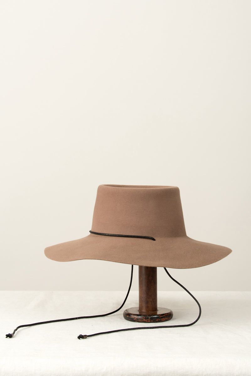 Clyde Gaucho Hat In Fawn Brown Suede