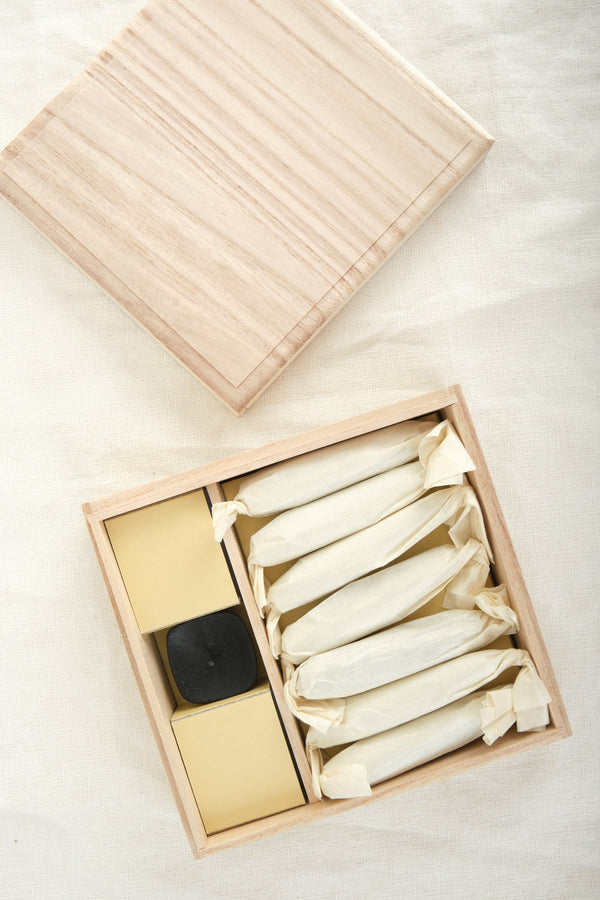 Takazawa Candle Tohaku Candle Set Wood Box