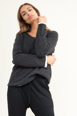 Elsa Esturgie detourne sweater in carbon