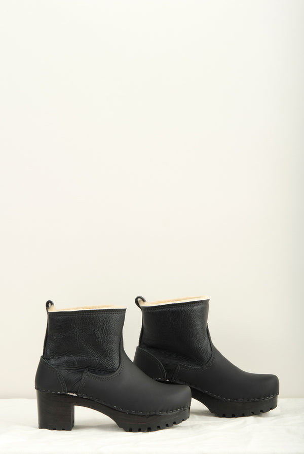"No.6 5"" Pull on Shearling Clog Boot on Mid Tread In Ink Aviator"