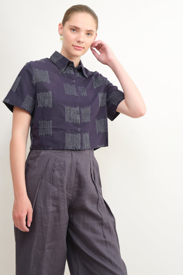 7115 by Szeki cropped button up