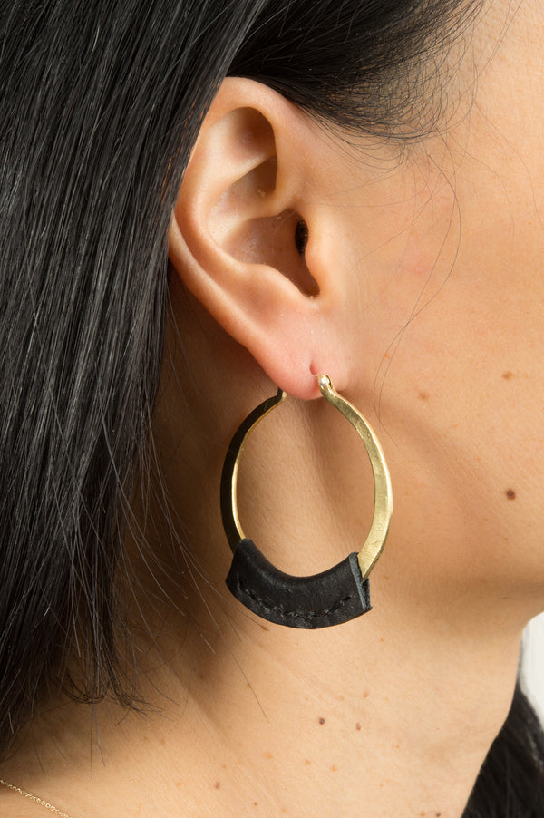 Crescioni Kiva Earrings In Black