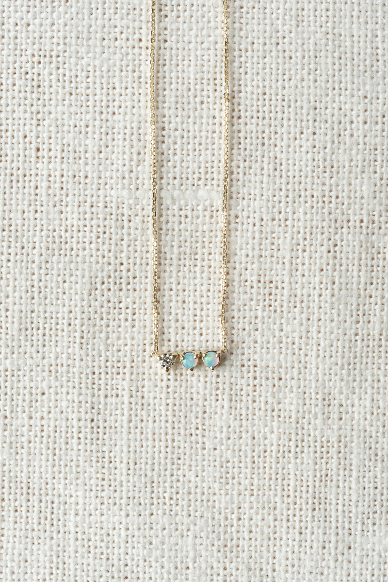 Small pendant necklace