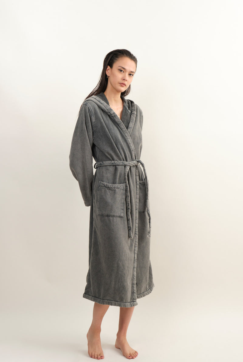 Saarde Vintage Wash Robe In Charcoal