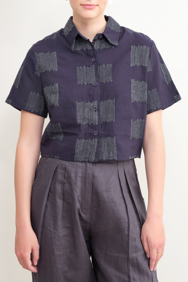 7115 by Szeki cropped button up in navy