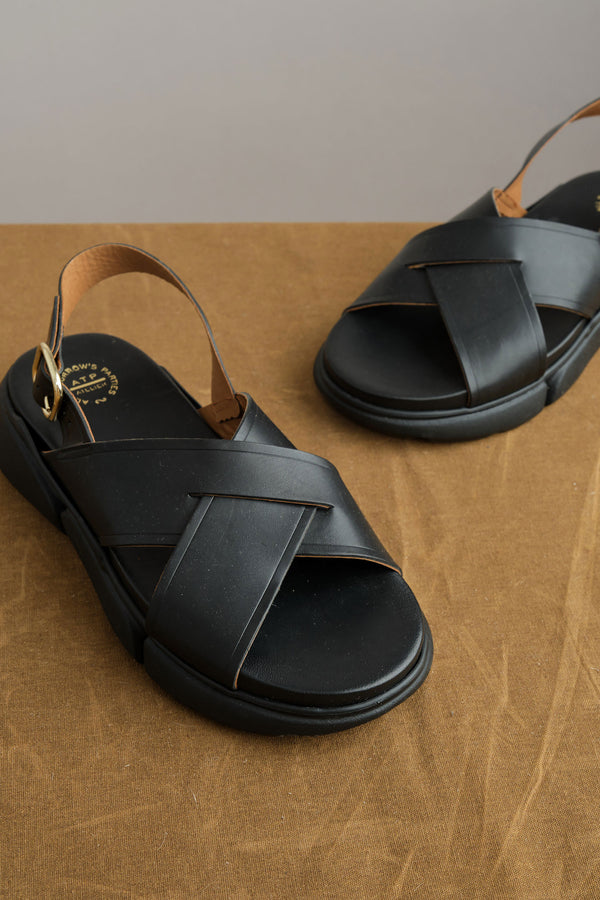 Barisci Chunky Sandals in Black atp alterier