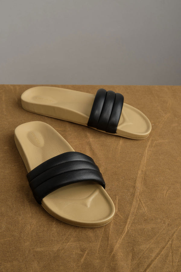 Foam sandal in black